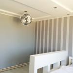 дизайнерский потолок с точечными светильниками