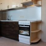 Небольшой кухонный уголок с плитой
